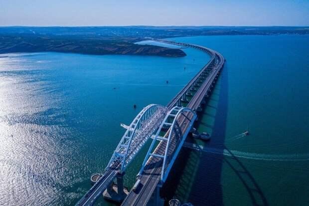 По Крымскому мосту за три года проехали 14 миллионов машин