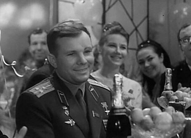 """Юрий Гагарина на """"Голубом огоньке"""" 1963 год СССР, голубой огонек, ностальгия, старый новый год, эстрада"""