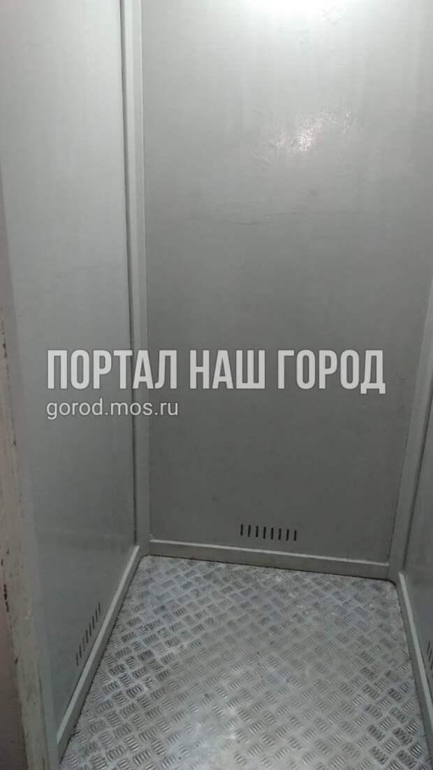 Лифт в доме на Строгинском бульваре страдает от перевозки крупногабаритных грузов