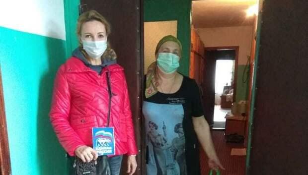 Депутаты Подольска передали 100 продуктовых наборов инвалидам и многодетным