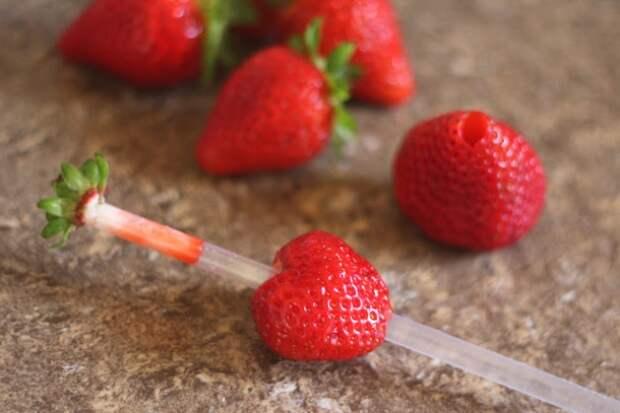 6044705-hullingstrawberries6-1470825840-650-fc502c5056-1477486018