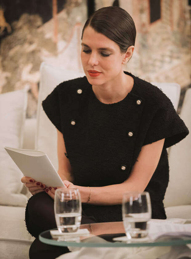 Шарлотта Казираги приняла участие в литературных чтениях в ателье Chanel