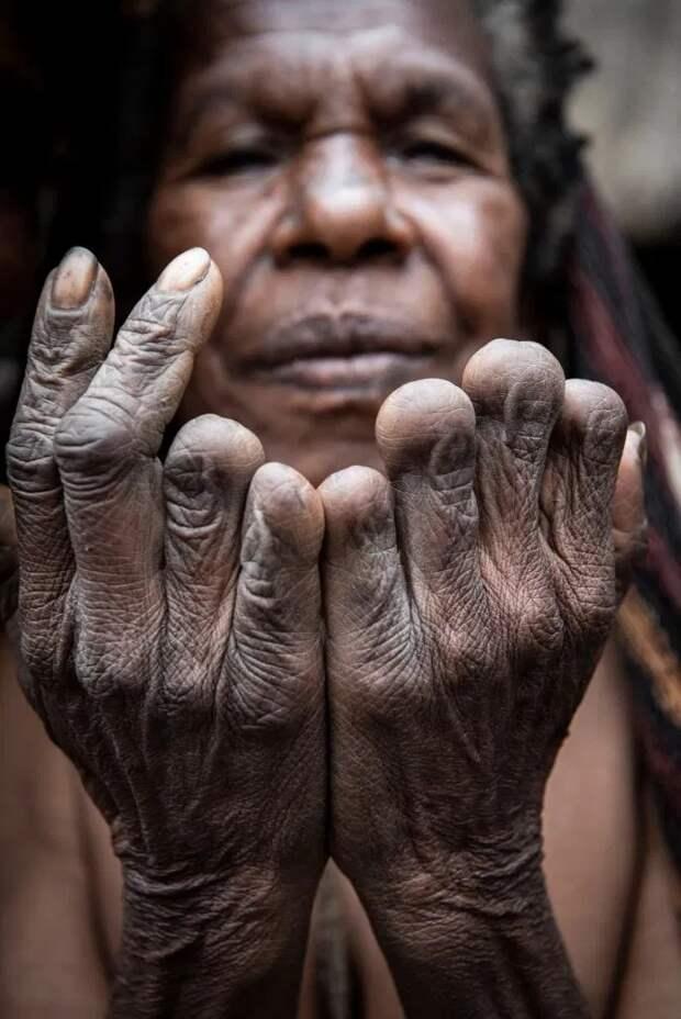 Дух предков: впапуасском племени коптят мумии вождей, чтобы сохранить ихдля потомков