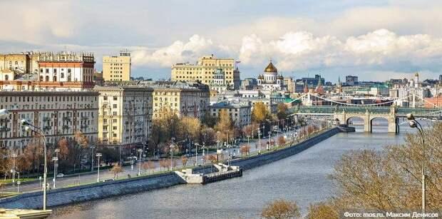 Более 50 «безмасочников» выявили 30 октября в торговых центрах ЮВАО Фото: М. Денисов mos.ru