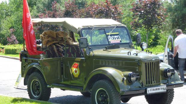 Армейский автомобиль Газ-69 на Мамаевом кургане
