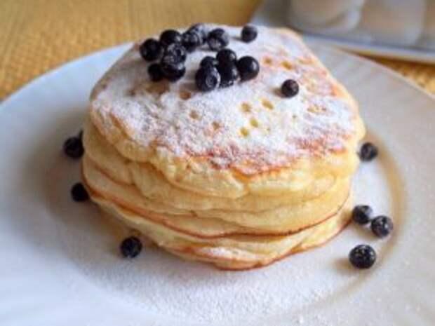Фото к рецепту: Оладьи на йогурте за 30 минут: идеальный завтрак
