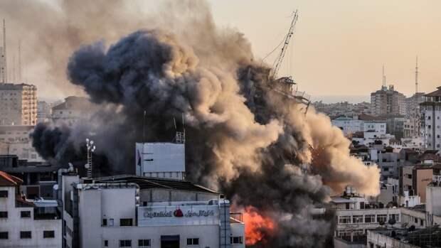 Израильские военные нанесли ракетный удар по 11-этажному зданию в секторе Газа
