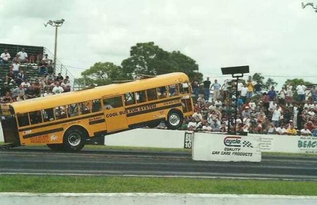 Суровый суперлегкий автобус.
