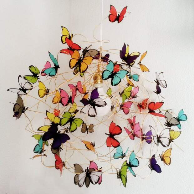 Разноцветные бабочки, сделанные своими руками заменят люстру