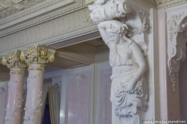 Дом купцов Елисеевых на Васильевском острове