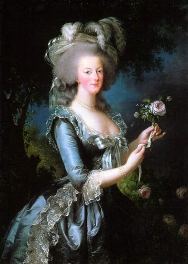 Почему грудь королевы Франции Марии-Антуанетты запомнилась больше, чем лицо