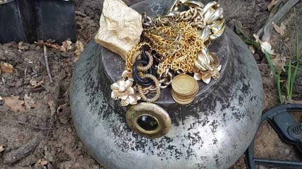 Разломали старую печь: из кладки посыпалось золото