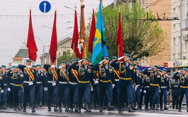 Рязань встретила участвовавших в столичном Параде Победы курсантов и офицеров десантного училища
