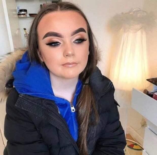 фото девушки с макияжем