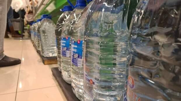 Биохимик рассказала об опасности бутилированной воды