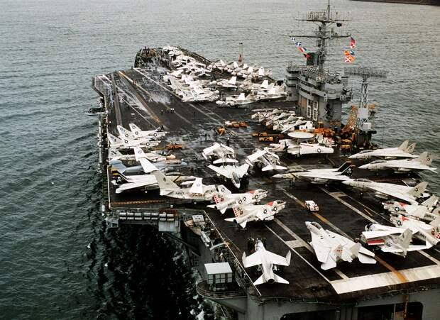 Военный советник президента Ирана заявил, что Тегеран может уничтожить авианосцы США