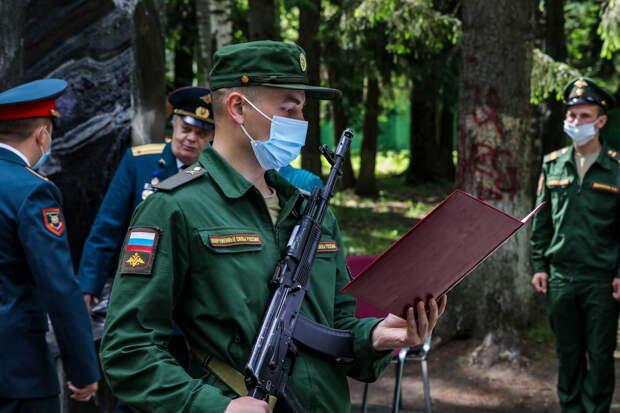 В Шавлинском мотострелковом полку танковой армии ЗВО состоялась церемония приведения новобранцев к Военной присяге
