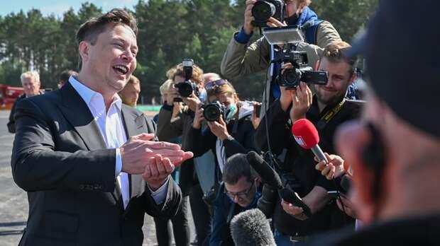 """Был Илон Маск ваш, да стал наш: Запад напуган выступлением основателя """"Теслы"""" на """"Путинском форуме"""""""