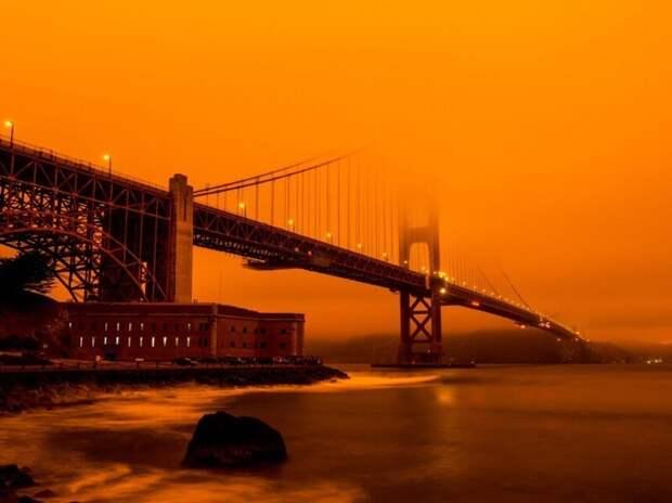Мост Золотые Ворота, окутанный дымом лесного пожара. (Фото Rain Hayes/Kolari Vision):