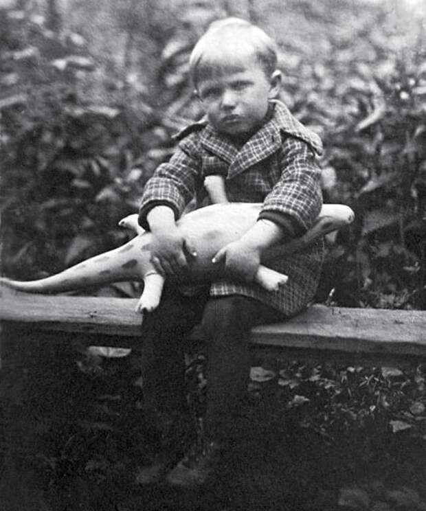 Как выглядел в детстве обаятельный кинопройдоха Вячеслав Невинный и как сложилась его судьба, изображение №3