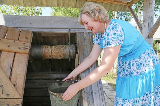 Если вода в колодце чистая и без посторонних запахов, можно ее употреблять / Фото: myseldon.com