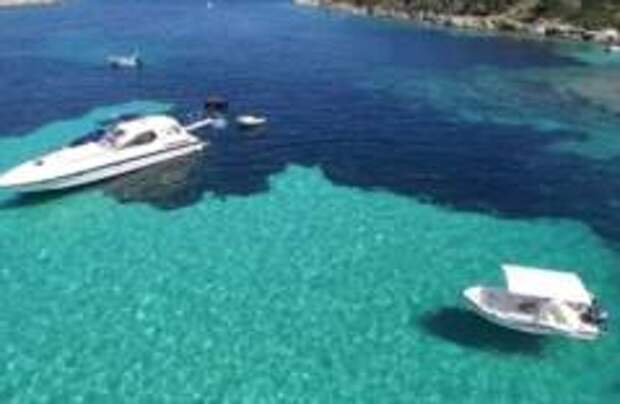 Дрейфующую в море туристку спасли в Греции