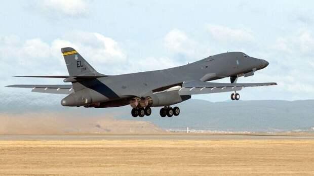 """B-1B российские военные называют """"летающими коровами"""" за массивность и малую маневренность"""