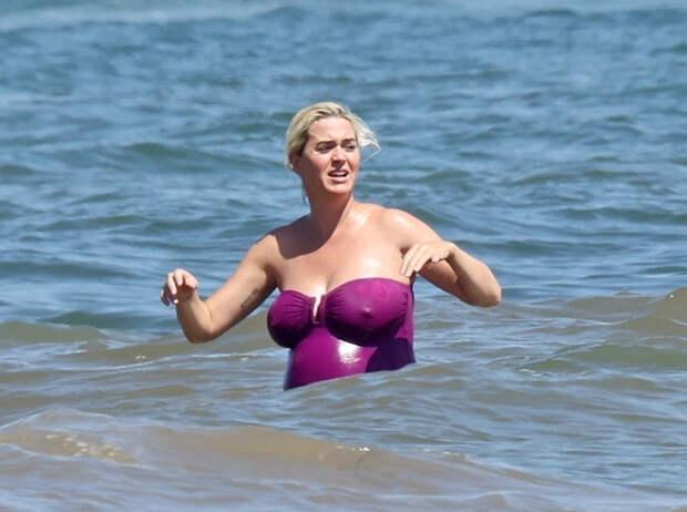 Из пены морской: Кэти Перри на пляже в Малибу