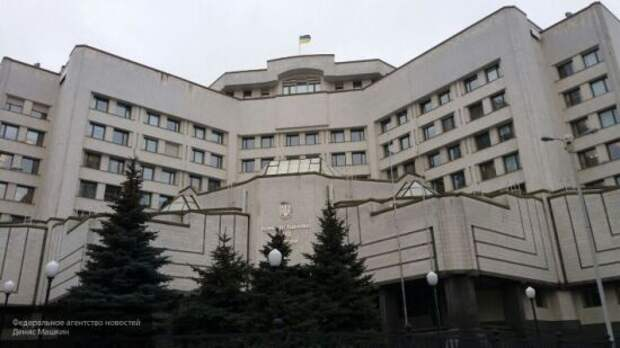 Зеленский и Конституционный суд обвиняют друг друга в попытке госпереворота: кто прав?