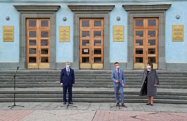 Крымские районные больницы и поликлиники получили 36 новых автомобилей