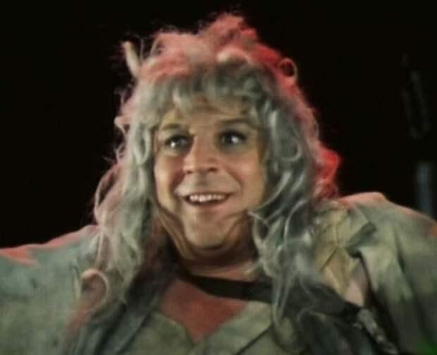 В советско-болгарском фильме «Любовь к трем апельсинам» актер сыграл Кухарку. 1970 год