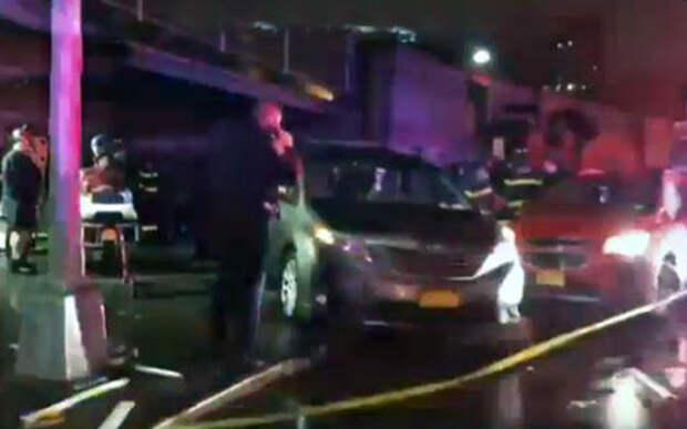 В центре Нью-Йорка автомобиль протаранил толпу