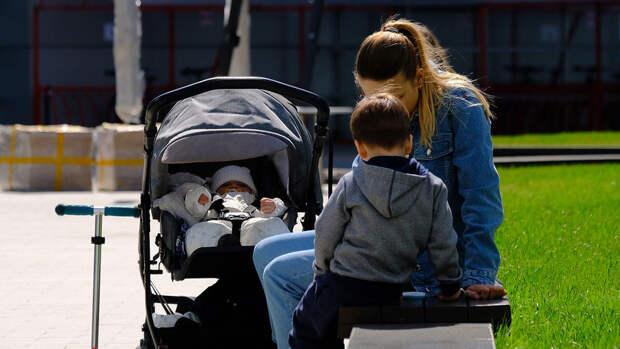 Минтруд раскрыл детали о выплатах на детей из неполных семей