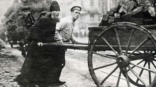В 1920-е годы тротуары воровали в частном порядке: они часто были деревянными и шли на отопление
