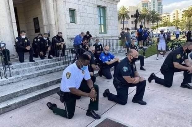 Российские полицейские назвали унижением преклонение колен американских коллег перед митингующими