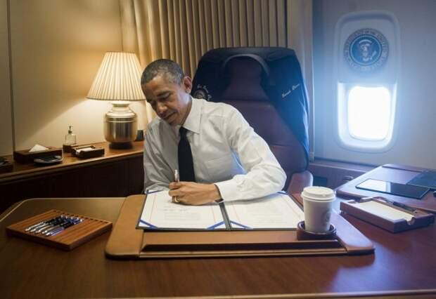 GTY_air_force_one_obama_jef_150324_16x11_1600