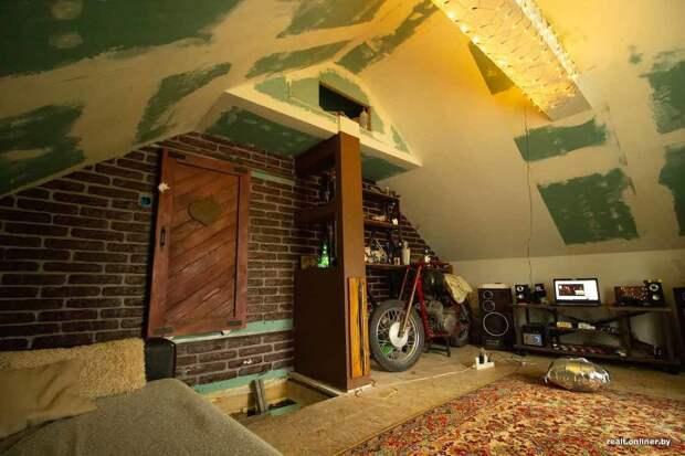 Парень круто отремонтировал старый чердак