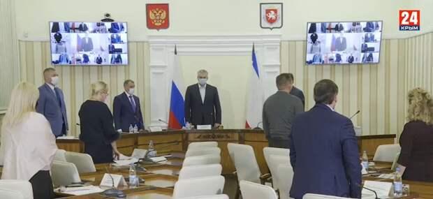 В Совете министров Крыма почтили память Григория Иоффе минутой молчания