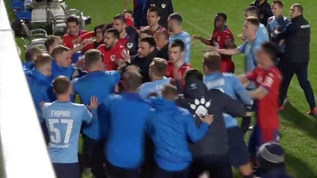 Футболисты «Крыльев Советов» подрались с соперником на сборах в Турции: видео
