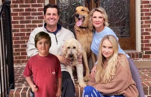 Семья хотела взять маленького щенка, но старенький пес изменил их планы
