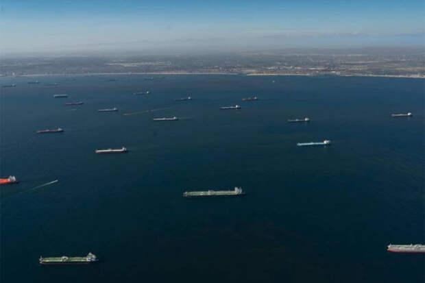 Супертанкеры с саудовской нефтью не могут разгрузиться в США