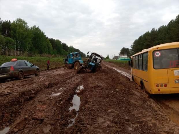 В Удмуртии 9-классники одной из школ чуть не опоздали на ОГЭ из-за размытой дороги