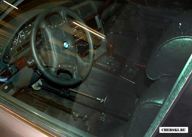 Новый Бонд и секрет старого BMW