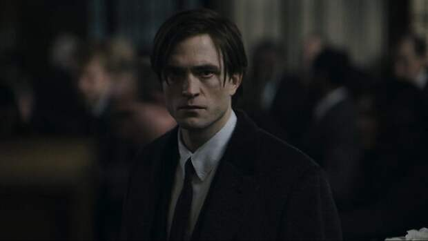 Роберту Паттинсону — 35 лет: путь актера от сияющего вампира до мрачного «рыцаря ночи»