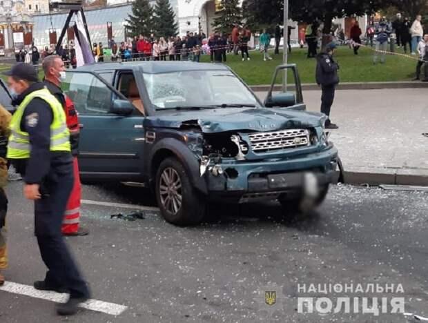 Пьяный водитель внедорожника протаранил людей на Майдане – минимум двое погибли