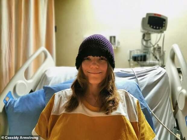 Женщине диагностировали рак печени, но после операции выяснилось, что это огромный пузырь с червем-паразитом