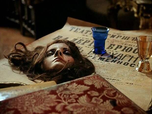 Таинственная девушка из мистического триллера «Господин оформитель»