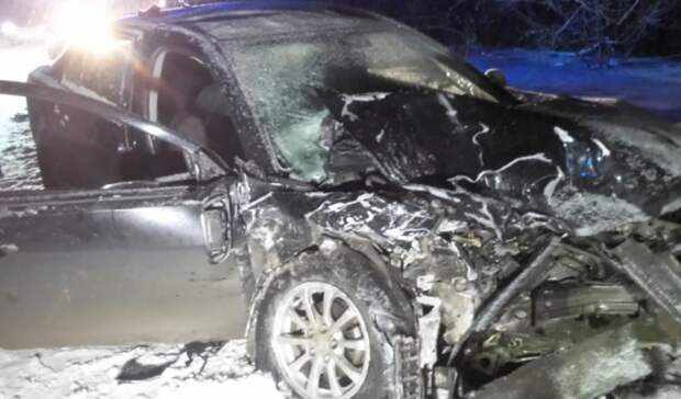 Серьезно пострадали три человека: вЕкатеринбурге автомобиль вылетел навстречку