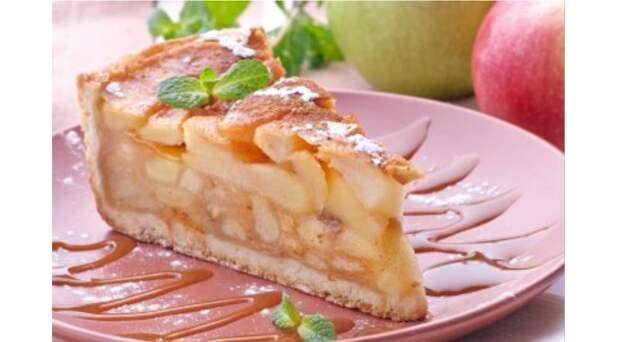 Рецепт сказочно вкусного медово-яблочного пирога – шарлотка не сравнится