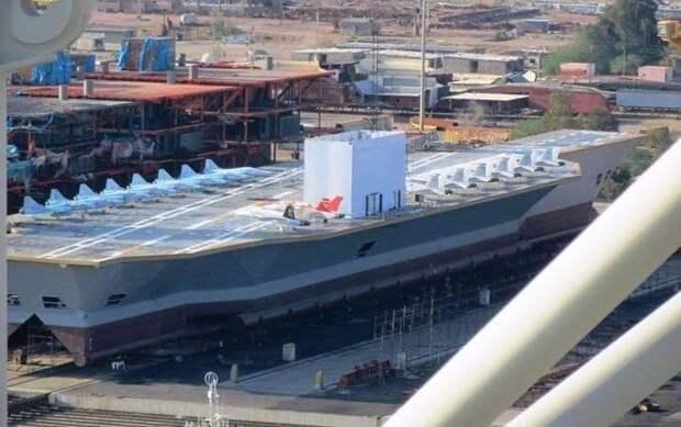 Макет-мишень американского атомного авианосца «Нимиц» ВМС Ирана